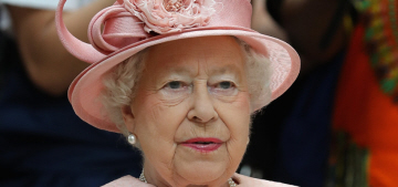 Queen Elizabeth is likely 'worried' about Brexit, now wants to Bremain?