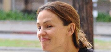 Jennifer Garner tells paparazzi: I'm dating Brad Pitt, isn't that great?