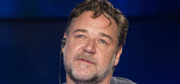 Russell Crowe forcibly removed a ranting Azealia Banks from his hotel suite