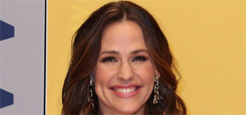 Jennifer Garner in Jenny Packham at the CMAs: pretty or underwhelming?