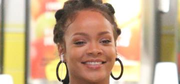 Rihanna 'unfollowed' Jennifer Lopez on Instagram… because of Drake?