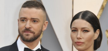 Jessica Biel in Kaufmanfranco at the Oscars: Oscar statuette cosplay?