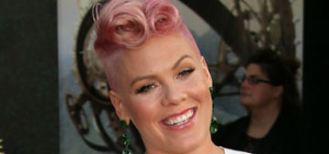 Pink colored her hair pink with blue tips: return of a classic?