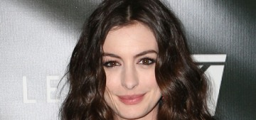 Anne Hathaway in Vivienne Westwood at 'Colossal' premiere: stunning?