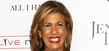 Hoda Kotb returns to Today after maternity leave, can't stop crying