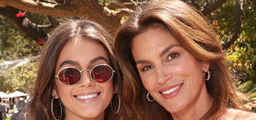 Kaia Gerber: Mom Cindy Crawford 'told me not to touch my brows'