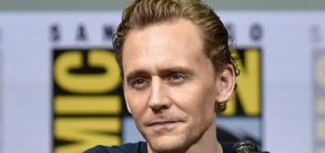 Tom Hiddleston & Chris Hemsworth took a cuddly nap together at Comic Con