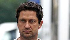 Gerard Butler, walking to 'Bounty Hunter' set; denies dating Jennifer Aniston
