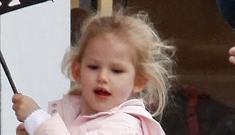 Jennifer Garner and Meg Ryan causing paparazzi trouble at kids' school