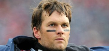 """""""Tom Brady broke his diet on Christmas with some buttery biscuits"""" links"""