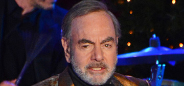 Neil Diamond announces that he has Parkinson's and is retiring from touring