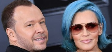 Jenny McCarthy debuted her blue Smurf hair at the Grammys: try-hard & dumb?