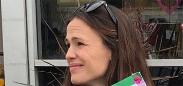 Jennifer Garner sells Girl Scout cookies outside a store: annoying or helpful?