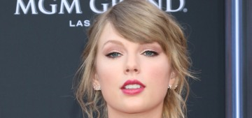 Taylor Swift in Versace at the Billboard Music Awards: surprisingly great?
