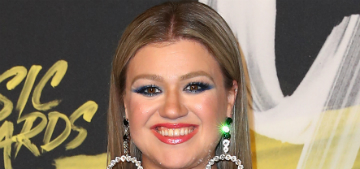 "Kelly Clarkson lost weight after following a ""clean"" eating plan for thyroid issues"
