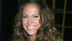 Is Jennifer Lopez finally pregnant? (update: more pics)