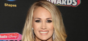 Carrie Underwood discussed her tour for a minute & a half, then announced pregnancy
