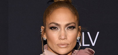 Jennifer Lopez shows off her abs: 'We never quit, we never rest on the floor'