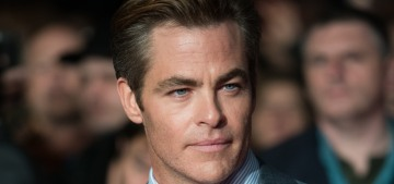Chris Pine looked like an old-school movie star at the 'Outlaw King' premiere