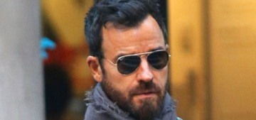Justin Theroux put dog booties on his pit bull Kuma so she could poop in the NYC snow