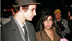 Is Amy Winehouse cutting herself again?