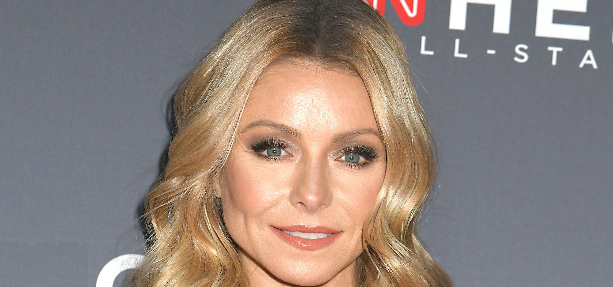 Kelly Ripa spends her down time watching 'Hoarders' with her kids