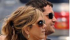 "Gerard Butler is ""annoyed"" with Jennifer Aniston romance rumors"