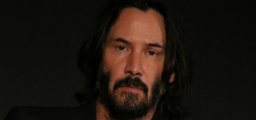Keanu Reeves takes fellow stranded passengers back to LA, plays tour guide