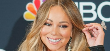 Mariah Carey threw her tissue on the fans when she won the Billboard Icon Award