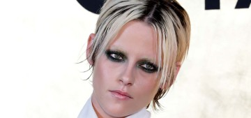 Kristen Stewart bleached her eyebrows & did dramatic makeup for the Chanel show