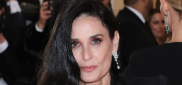 Demi Moore hasn't worked out in 4 years, got one of those exercise mirrors