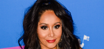 Snooki knows what she's doing by posting photo drinking wine with newborn