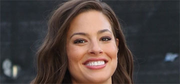 Ashley Graham posts a photo showing her pregnancy stretch marks