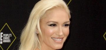 Gwen Stefani in Vera Wang at the People's Choice Awards: overkill or great?