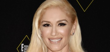 Gwen Stefani denies wearing a wedding or engagement ring to the PCAs