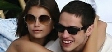 Pete Davidson & Kaia Gerber got friendly for the paparazzi in Miami this weekend