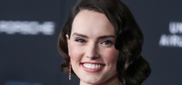 Daisy Ridley in red Oscar de la Renta at the 'Skywalker' premiere: flawless?