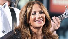 Jennifer Lopez Keeps Mum