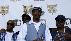 Snoop Dogg will rake leaves for his community service