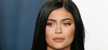 Kylie Jenner sliced into her Mother's Day olive oil cake in a really weird way
