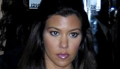 """Pregnant Kourtney Kardashian may pose nude"" morning links"