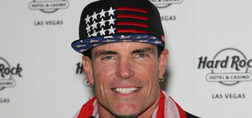 Vanilla Ice is holding a show at a Texas bar where photos of the crowd went viral (update)