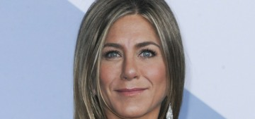 Jennifer Aniston: Masks are 'inconvenient' but 'it really shouldn't be a debate'