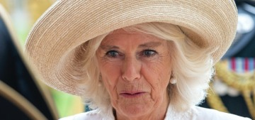 Duchess Camilla visited the Chelsea Pensioners & almost no one wore a mask