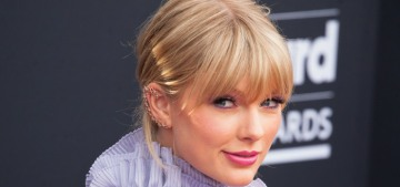 Taylor Swift's fans doxxed a Pitchfork critic for giving 'folklore' a mostly positive review