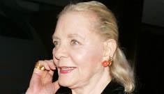 Lauren Bacall tells her granddaughter that Twilight sucks