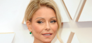 Kelly Ripa shows the progression of her gray hair in quarantine