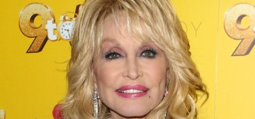 """Dolly Parton is in talks to pose for Playboy for her 75th birthday"" links"