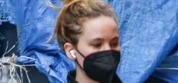 Jennifer Lawrence's street style: sweatpants, Uggs & a chain-strap velvet purse