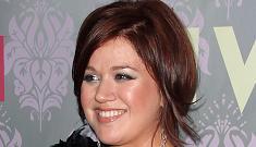 """Kelly Clarkson: I'm a big fan of my butt' morning links"